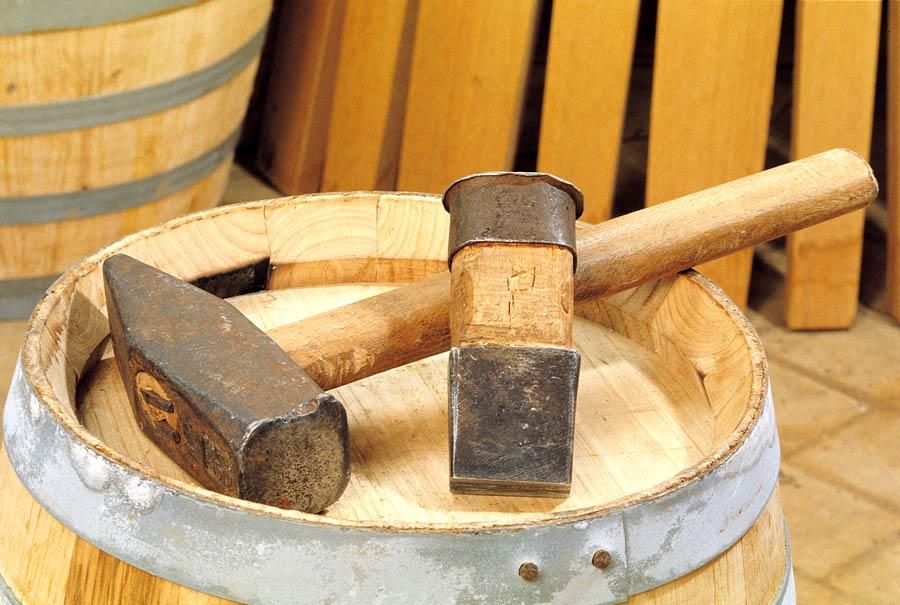 Gli ultimi bottai di sicilia licausi srl produzione for Botte di legno arredamento
